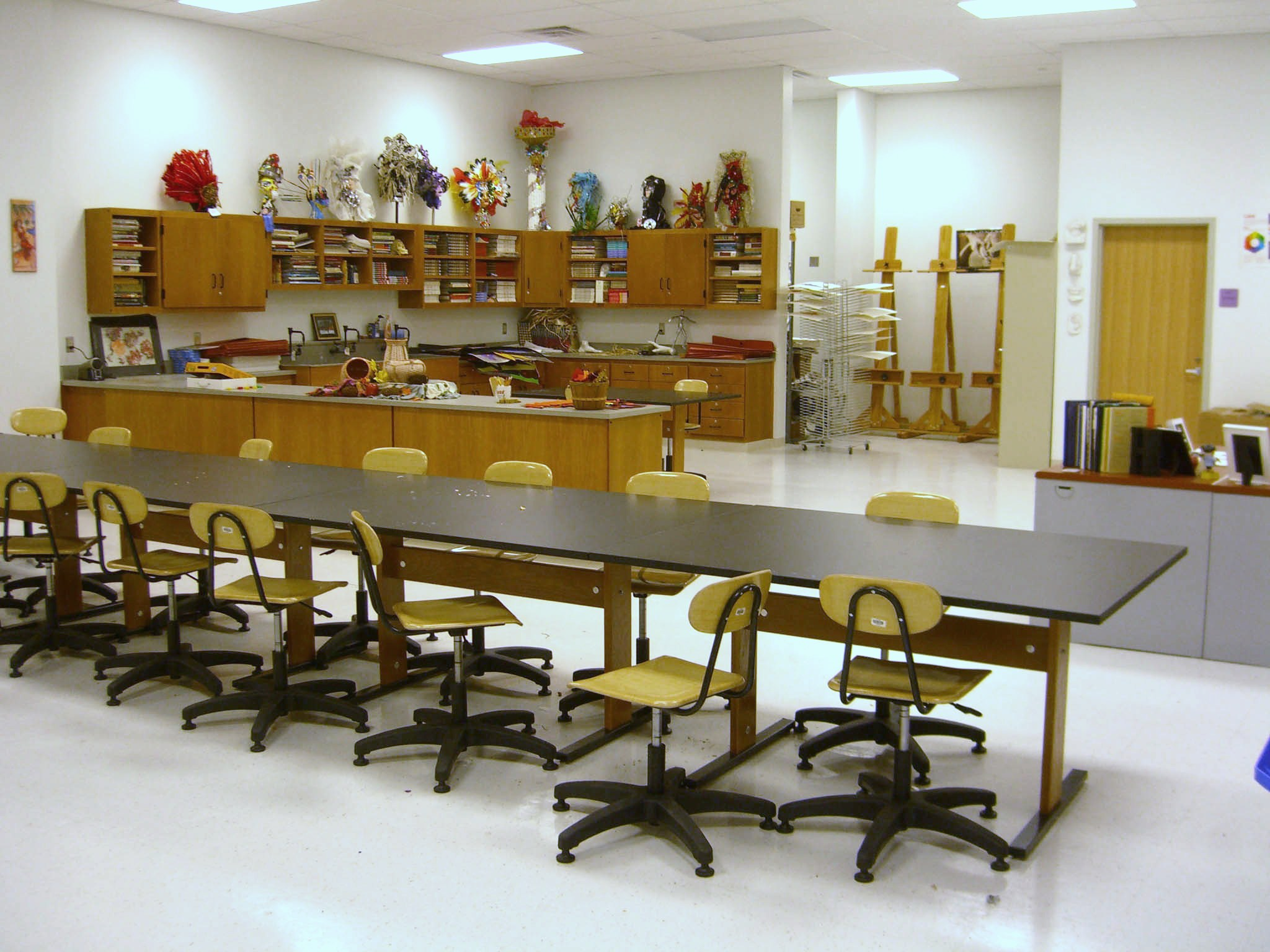 High school art classrooms the image for Art room decoration school